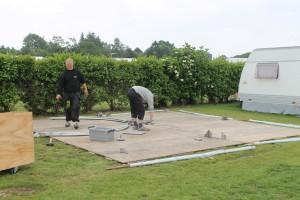 Opsætning af Multi Pavillon - Gulvet lægges