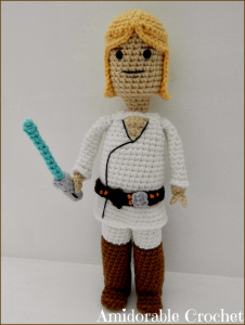 Luke Skywalker LEGO man af Amidorable Crochet Design